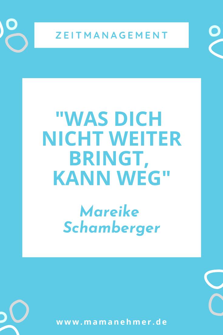 Zeitmanagement für selbstständige Mütter – Was dich nicht weiter bringt, kann weg. Wie du herausfindest, was weg kann und was nicht, verrät die Mareike Schamberger vom #TeamStreber im Mamanehmer-Podcast-Interview. Hör jetzt rein und verbessere dein Zeitmanagement. #Mamanehmer #MompreneursDe #SelbstständigeMütter #Zeitmanagement